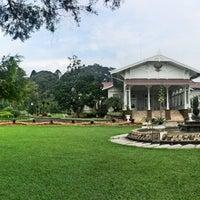 Photo taken at Istana Kepresidenan Cipanas by 🐝TΛMTOMO  DΛNISWΛRΛ™ on 3/26/2016