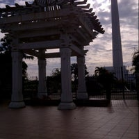 Photo taken at Tugu Pahlawan by Halifah on 3/16/2013