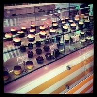 Das Foto wurde bei Red Velvet Cupcakery von Richard D. am 11/7/2012 aufgenommen