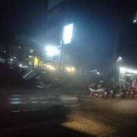Photo taken at ไส้ย่าง หน้าบีทูซิส by Griepe G. on 10/20/2017