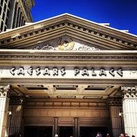 Photo prise au Caesars Palace Hotel & Casino par Robert P. le4/23/2013