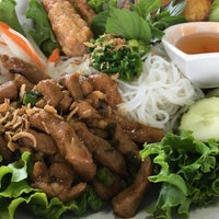 Photo taken at Joy Yee's Noodles by Fhatz G. on 8/21/2016