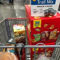 Photo prise au Costco Wholesale par Lindsay B. le1/5/2018