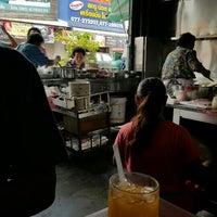 Photo taken at ร้านยกเข่ง (โล่งโต้ง) by Taneka N. on 6/4/2016