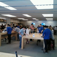 Photo taken at Apple Southlake Town Square by Supote M. on 10/6/2013