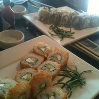 Foto tomada en Sushi Roll por Eunice R. el 2/21/2013
