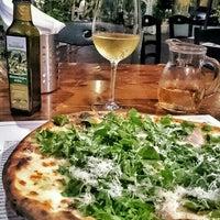 Foto scattata a Pizzeria Via Coppola da Hakan D. il 6/21/2015