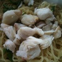 Photo taken at Jai Yaowarath Noodle by Thanasut V. on 10/30/2012