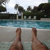 Photo taken at Ala Moana 1350 Swimming Pool by RGR on 8/13/2013