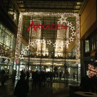 Foto tirada no(a) Potsdamer Platz Arkaden por Andreas H. em 12/9/2012