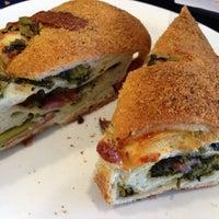 Das Foto wurde bei SanRemo Bakery von Cristina am 3/24/2013 aufgenommen