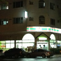 Photo taken at 7-ELEVEN by 살찐고양이 미. on 7/13/2013