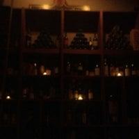 Foto scattata a Webster's Wine Bar da Kelly M. il 8/11/2013
