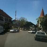 Photo taken at Rua Coberta by Adriana G. on 10/13/2012