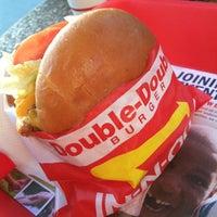 Foto diambil di In-N-Out Burger oleh Terry P. pada 4/23/2013