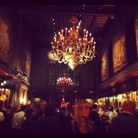 Foto tirada no(a) Harvard Club of New York City por Trevor J. em 10/13/2012