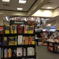 Photo taken at Barnes & Noble by 💓Gabriella B. on 9/22/2012