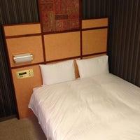 Photo taken at Hotel Villa Fontaine Tokyo-Nihombashi Hakozaki by Kei on 11/7/2012