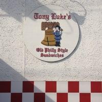 Das Foto wurde bei Tony Luke's von Emmett S. am 9/14/2012 aufgenommen