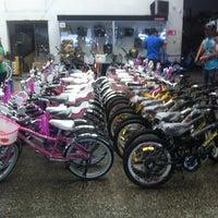Photo taken at Bicicletas Vargas by Ricardo Q. on 11/22/2012