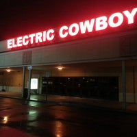 Photo taken at Electric Cowboy - Country and Dance Nightclub by Danny W. on 1/12/2013