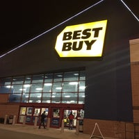 Photo taken at Best Buy by Suzanne X. on 11/25/2016