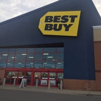 Photo taken at Best Buy by Suzanne X. on 3/31/2017