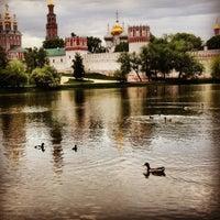 Foto tirada no(a) Novodevichy Park por Ольга щ. em 5/20/2013
