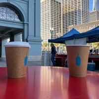 Das Foto wurde bei Blue Bottle Coffee Kiosk von Craig V. am 3/27/2018 aufgenommen