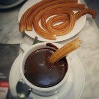 Foto tomada en Chocolatería San Ginés por Desiree J. el 9/20/2012