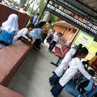 Photo taken at Sekolah Kebangsaan Serdang by Mazzlinda Y. on 2/28/2013