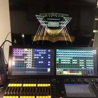 Foto tomada en Musique Xpress Lights por Jorge D. el 3/28/2014