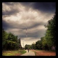 Das Foto wurde bei Atlanta BeltLine Corridor over Ponce de Leon von Joshua F. am 9/15/2012 aufgenommen