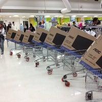 Foto tirada no(a) Carrefour por Renato J. em 10/13/2012