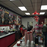 Photo taken at Cold Stone Creamery by Diana G. on 1/24/2016