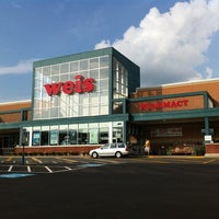 Photo taken at Weis Markets by Marie Gooddayphoto W. on 9/1/2013