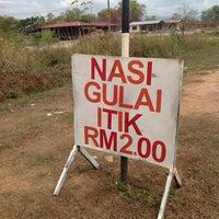 Photo taken at Warung Puncak Nasi Gulai Itik RM2 by Msyaheer on 3/24/2014