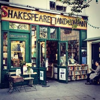 Photo prise au Shakespeare & Company par Jill Van V. le4/27/2013