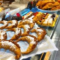 รูปภาพถ่ายที่ Maria's Bakery โดย Javier D. เมื่อ 11/8/2012