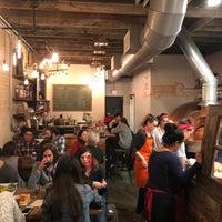 Foto tirada no(a) Timber Pizza Company por izzi em 2/18/2018