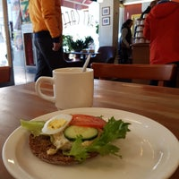 Foto scattata a Max's Cafe da Paul F. il 3/30/2018