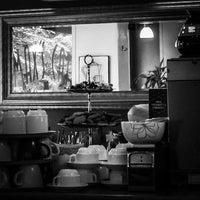 Foto scattata a Max's Cafe da Paul F. il 8/19/2014