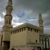 Photo taken at Masjid Agung Al-Makmur by Rahmat S. on 12/20/2012