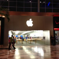 Photo taken at Apple Brandon by Joe M. on 4/10/2013