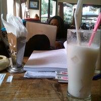 Das Foto wurde bei Snap Cafe von Wahyu J. am 1/7/2013 aufgenommen