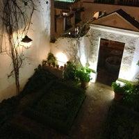 Foto scattata a Las Casas De La Juderia Hotel Cordoba da Saki T. il 3/18/2013