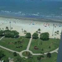 Foto tirada no(a) Praia do José Menino por Lincoln T. em 10/18/2012