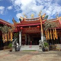 Photo taken at ศาลเจ้าจุ้ยตุ่ยเต้าโบ้เก้ง (Jui Tui Shrine) 水碓斗母宮 by lluu ➡. on 10/9/2012