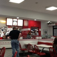 Photo taken at In-N-Out Burger by Malinda E. on 11/16/2012
