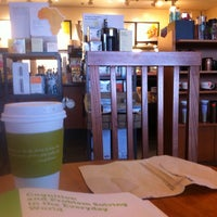 Foto tirada no(a) Starbucks por Mario em 8/2/2014